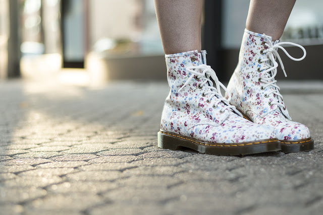 Modeblog-Deutschland-Deutsche-Mode-Mode-Influencer-Andrea-Funk-andysparkles-Floral-Dr Martens