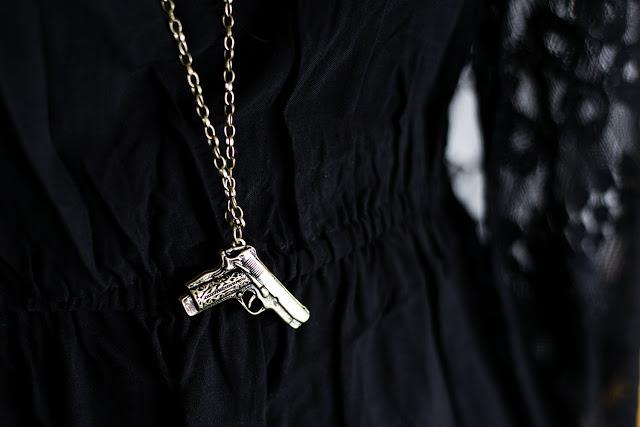 Halskette Pistole