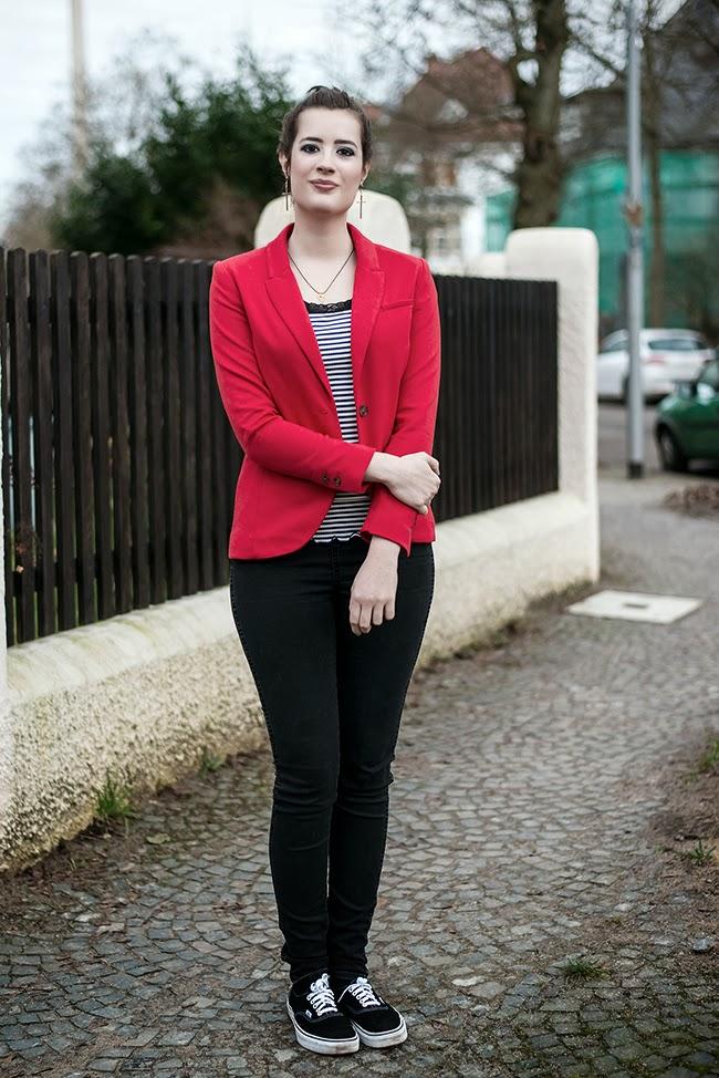 Modeblog-Deutschland-Deutsche-Mode-Mode-Influencer-Andrea-Funk-andysparkles-Berlin-Femme-Seven-roter-Blazer-Vans-Sneakers