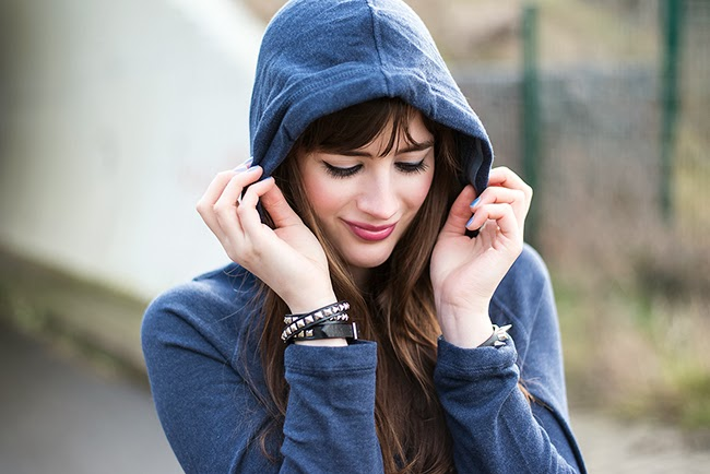 Modeblog-Deutschland-Deutsche-Mode-Mode-Influencer-Andrea-Funk-andysparkles-Berlin-Sweater-Casual-Outfit-Osco-Schuhe