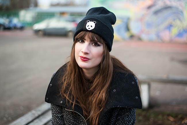 Modeblog-Deutschland-Deutsche-Mode-Mode-Influencer-Andrea-Funk-andysparkles-Berlin-Das-Goldene-Taxi-Panda-Beanie-Bershka-Mantel