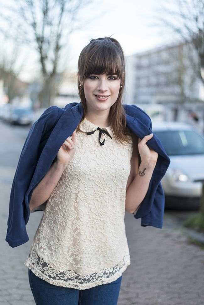 Modeblog-Deutschland-Deutsche-Mode-Mode-Influencer-Andrea-Funk-andysparkles-Berlin-Blazer-Ripped-Jeans-Clutch