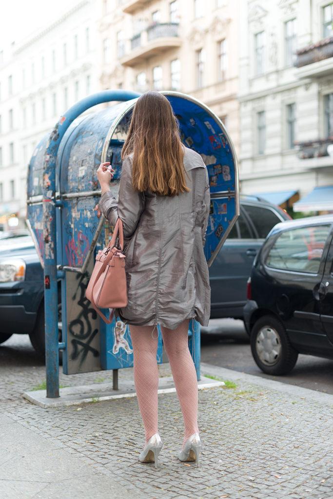 Modeblog-Deutschland-Deutsche-Mode-Mode-Influencer-Andrea-Funk-andysparkles-Berlin-Fruehlingslook-Justfab-Bergmannkiez-Fishnets