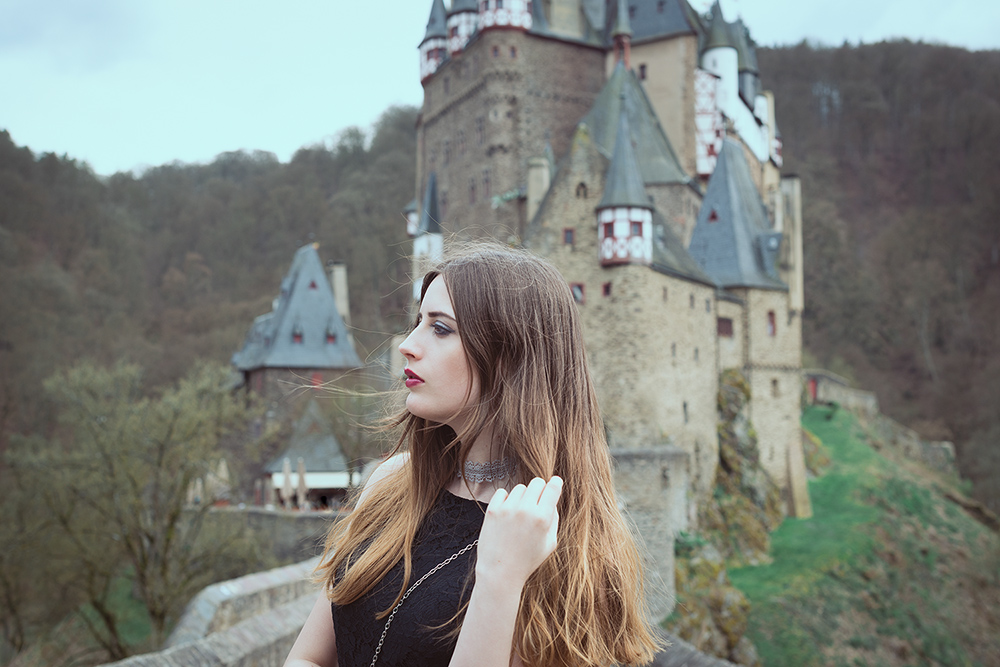 Modeblog-Deutschland-Deutsche-Mode-Mode-Influencer-Andrea-Funk-andysparkles-Berlin-Burg-Eltz-Locations-Shooting