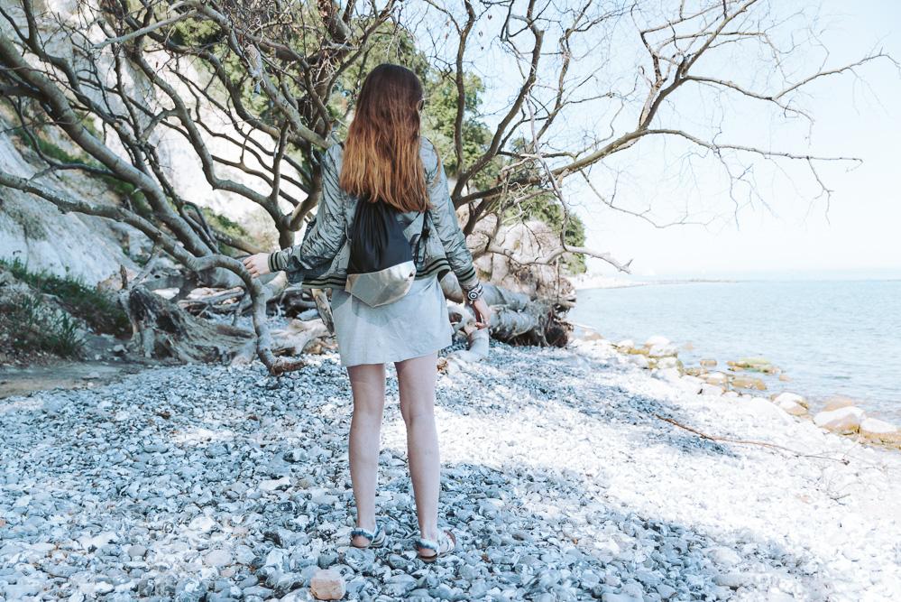 Modeblog-Deutschland-Deutsche-Mode-Mode-Influencer-Andrea-Funk-andysparkles-Berlin-Khaki Bomberjacke-T-Shirtkleid