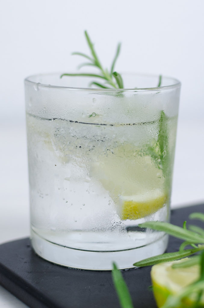 summer-drink-gin-tonic-rezept