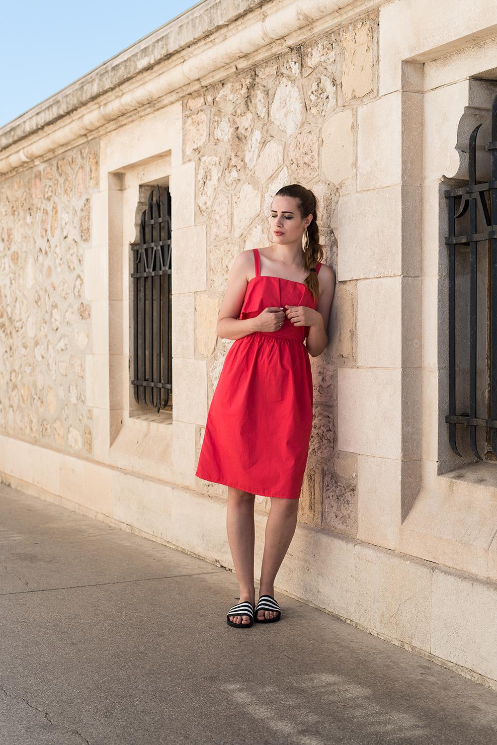 andysparkles-Modeblog Berlin-Outfit-Adilette-JustFab-rotes Kleid