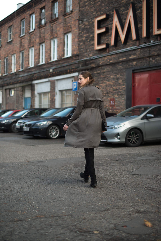 Modebloggerin Andrea Funk beim Besuch in Warschau, Trend Overknee-Stiefel