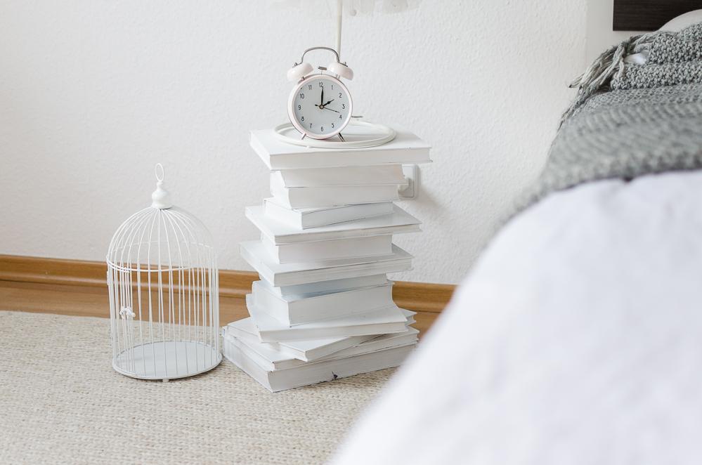 Nachttisch aus alten Büchern-DIY Blog-DIY Möbel-andysparkles.de