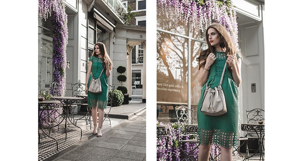 Sommerkleid aus Spitze-Kleid mit Lochspitze-Next Kleidung-London Saint Aymes-Fotolocation Café London-schönstes Café London-Modeblog-andysparkles