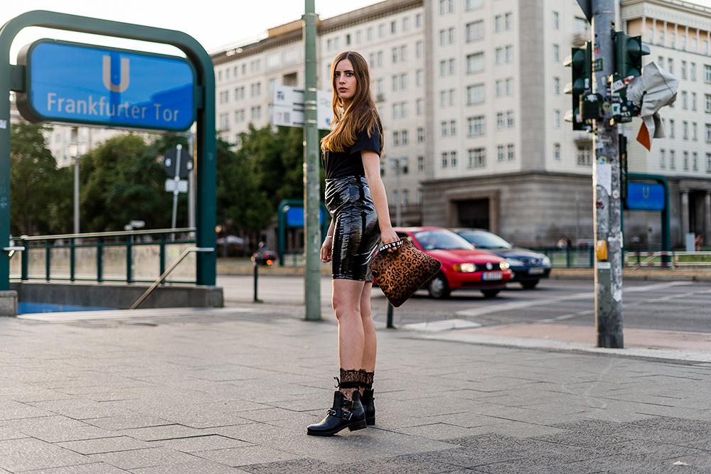 Fetisch Style-Vinyl Trend 2018-Lackleder im Alltag tragen-Modeblog Berlin-andysparkles