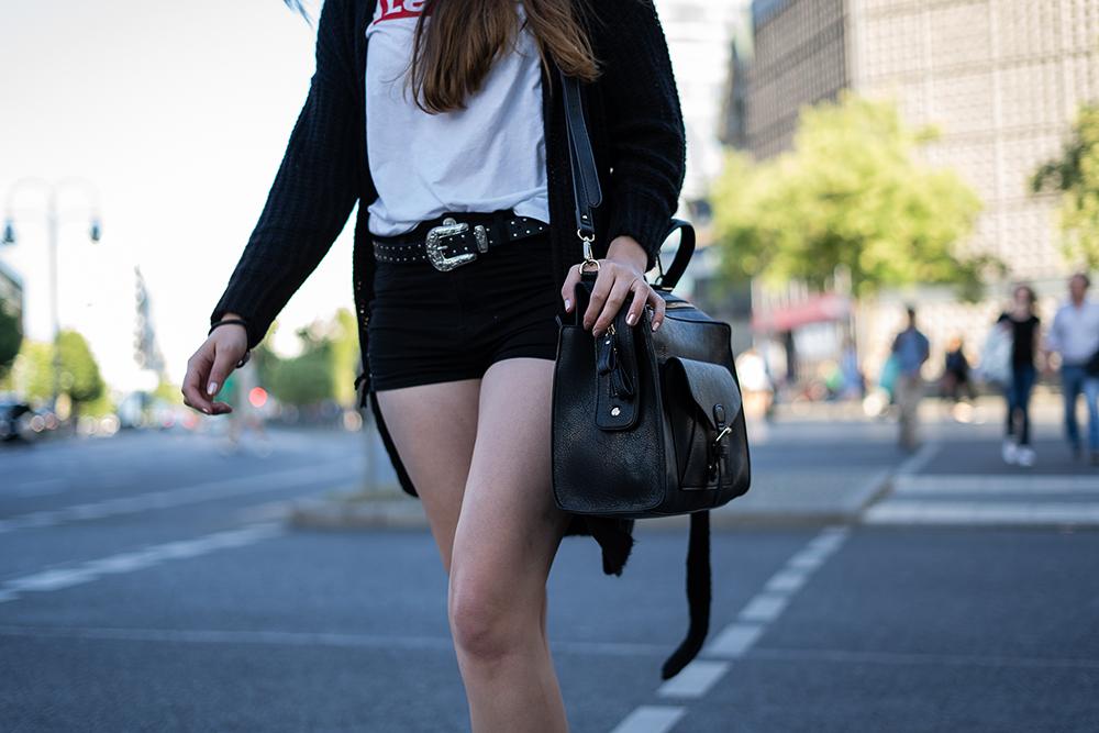 Logomania-Levis Shirt-90ies Trend 2018-Modeblog Berlin-Fashionblogger Outfit 2018-andysparkles