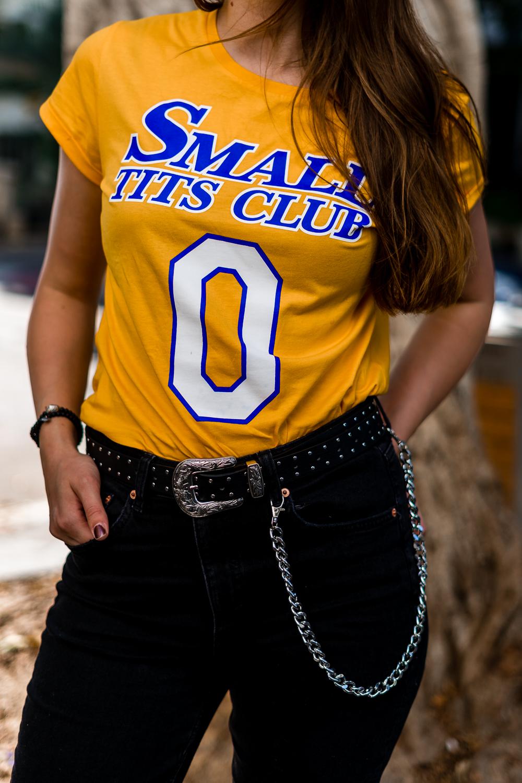 Small Tits Club Shirt-Besser als Sex-Ines Anioli-High Waist Jeans-High Waist Jeans kombinieren-Modeblog Berlin-andysparkles