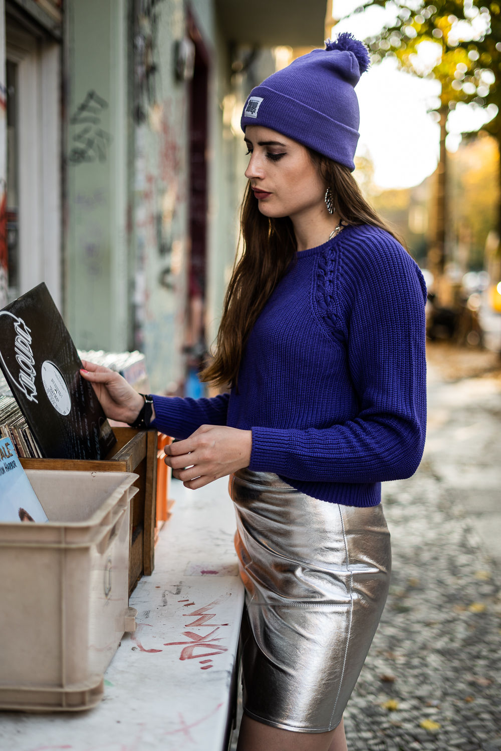 Trendfarbe Lila-Metallic Rock mit Pullover-Modeblog Berlin-Fashionblogger Herbstoutfit-andysparkles