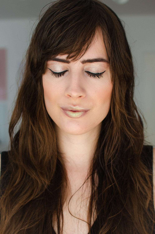 Metallic Lips schminken-Manhattan Ace Tee-Holo Lips schminken-Silvester Make-Up schminken-Beautyblog Schminktutorial-andysparkles