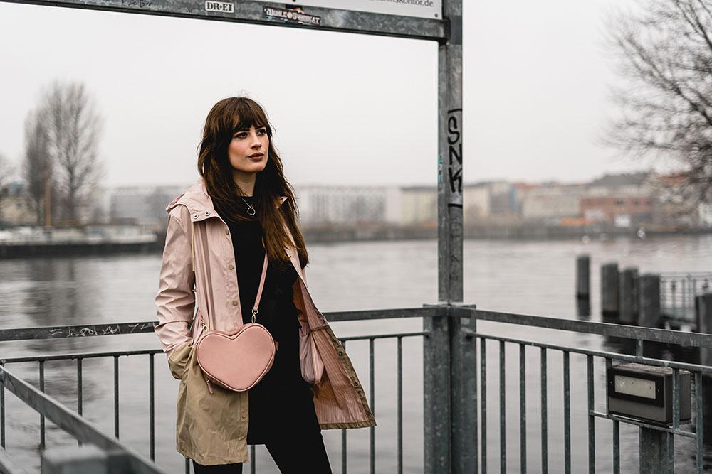 Regenwetter Outfit-Herbstoutfit bei Regen-Regenjacke Outfit-Modeblog Berlin-Fashionblogger-andysparkles