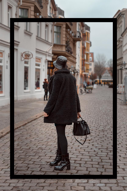 Leder Fischerhut mit Samtkleid-Pinafore Samt Kleid-Winteroutfit 2019-Anglerhut-Bucket Hat-Modeblog Berlin-andysparkles