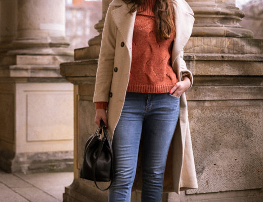 Off-Shoulder Pullover mit Denim