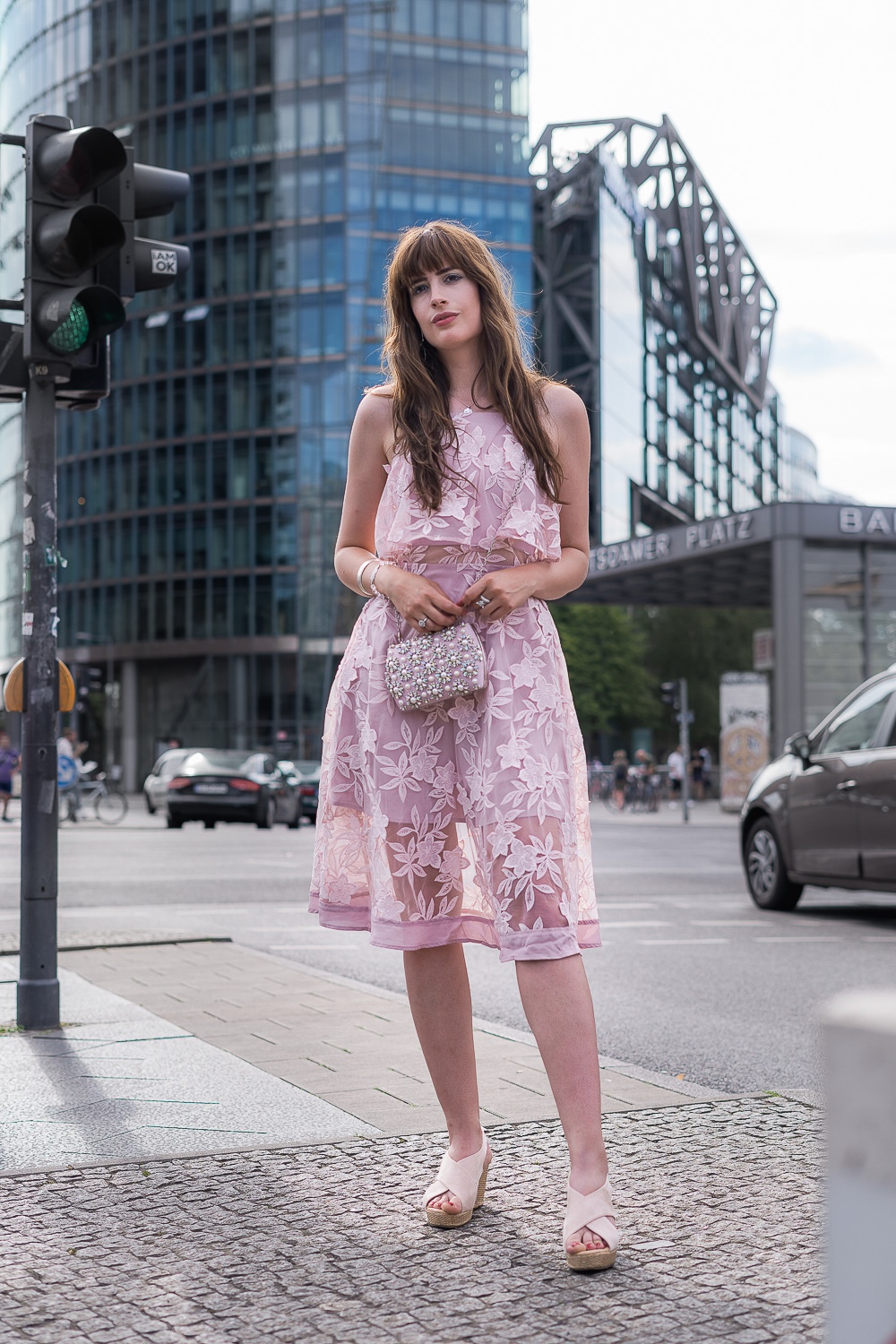 Hochzeitsgast-Outfit in Rosa