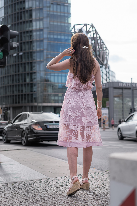 das hochzeitsgast-outfit in rosa - andysparkles.de