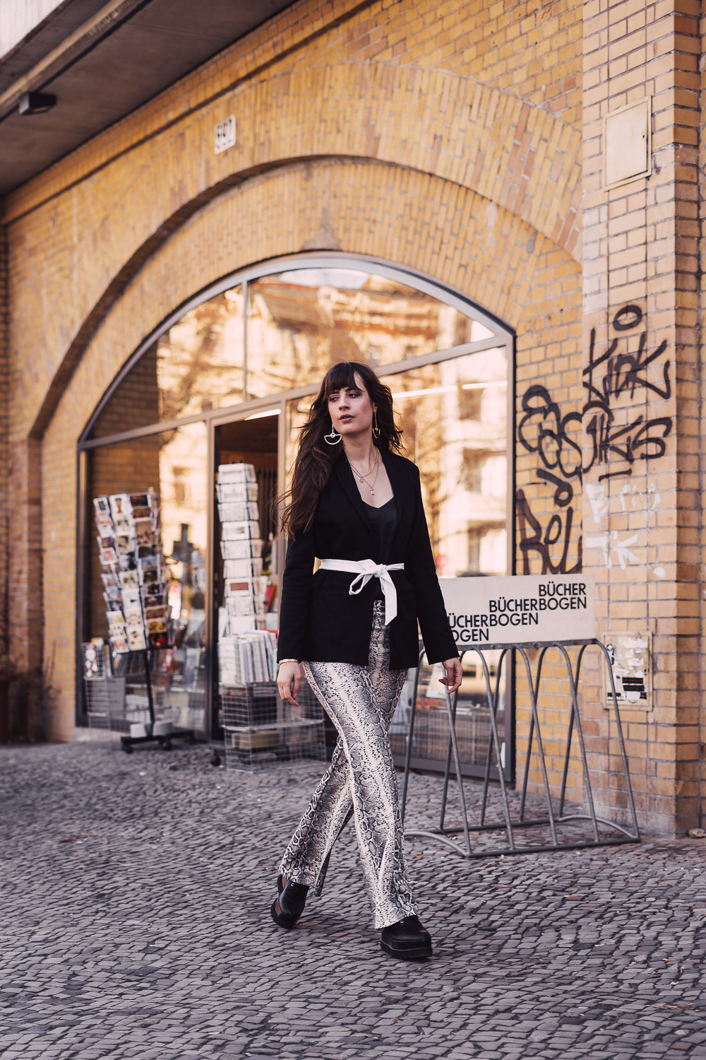 Outfit mit Snake Print
