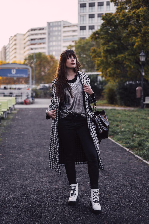 Outfit mit weißen Boots