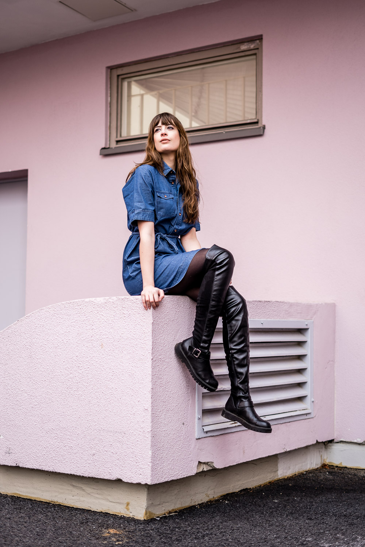 Outfit mit Jeanskleid