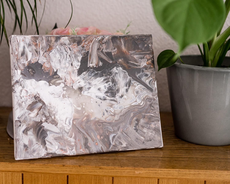 So geht ein Acryl Fluid Painting