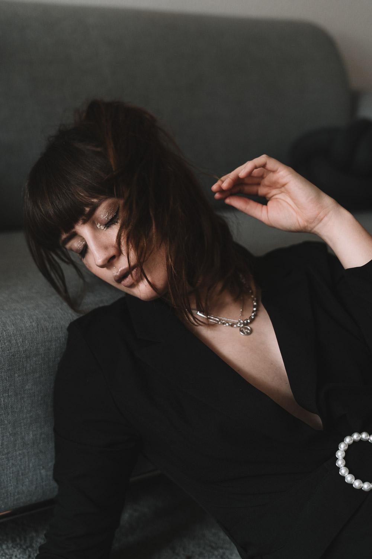 Portrait mit Missoma Schmuck
