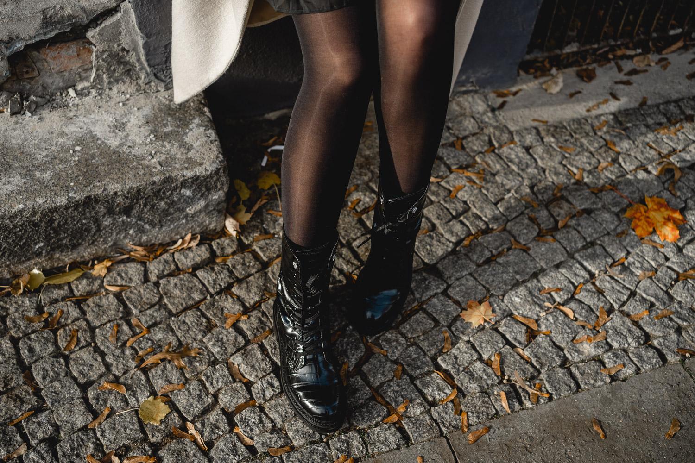 schwarze Stiefel Outfit
