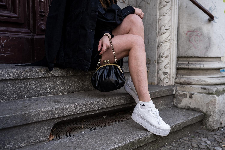 Frühlingsoutfit mit Sneaker