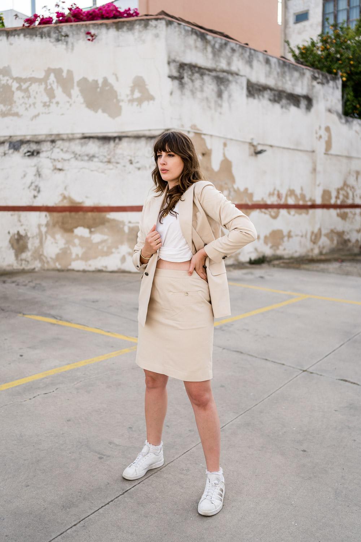 Skirt Suit tragen